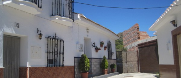 AX361 – Village house with garden and land, Benamargosa