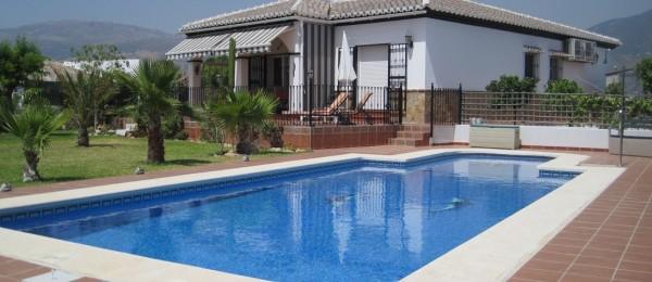 AX374 – Lakeside villa, La Viñuela