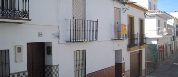 AX464 – 3-4 bedroom village house, historic centre, Velez-Malaga