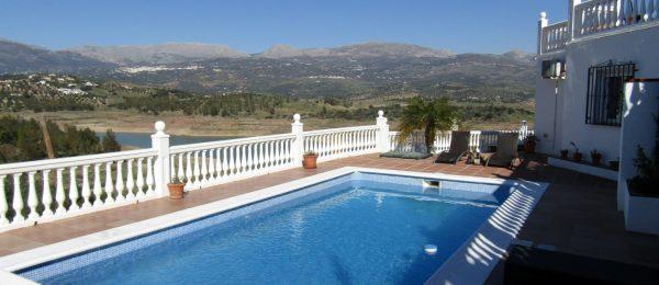 AX693 – Casa Alicia, lake view villa, Los Romanes