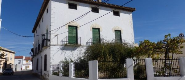 G151 – La Casona, large town house with garden, Jayena