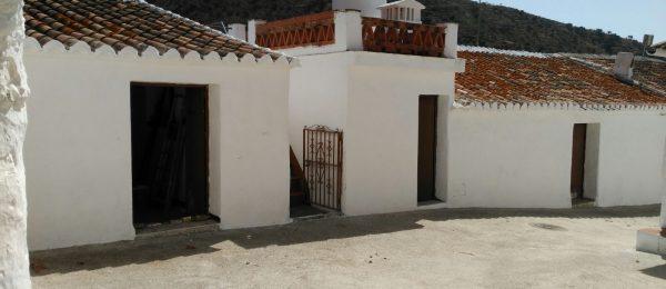AX704 – Casita Victor, house with garden to restore in rural hamlet, Rubite