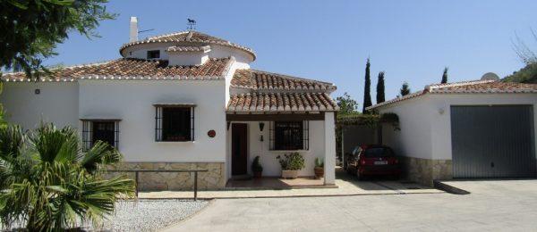 AX727 – La Casa Redonda, stylish 3 bedroom country house near Comares