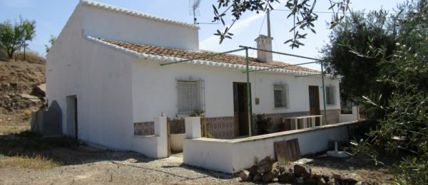 AX729 – Cortijo Charo, original country house in Comares area