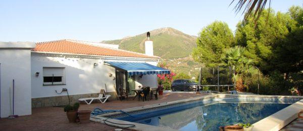 AX737 – Casa Linda, spacious country house, Alcaucin