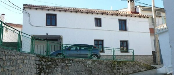 G155 – Casa Rosa Maria, village house with patio garden, Fornes