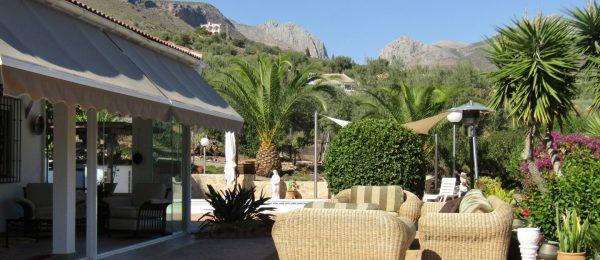 AX747 – Casa Kikos, beautiful, luxurious country home near Alcaucin