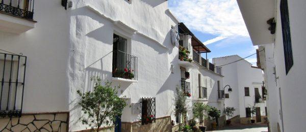AX765 – Casa Azul, rustic style village house, Vinuela village
