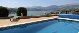 AX800 – Casa La Bruja Alegre, country house overlooking Lake Viñuela