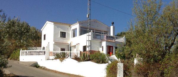 AX823 – Casa El Almendro, country house, Comares area