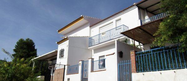 AX828 – Casa Blanco Azul, village house with garden, Periana