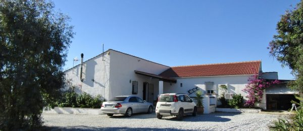 AX839 – Cortijo Jacaranda – large villa with productive mango farm, Triana
