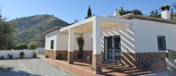 AX840 – Casa Laguna, Country villa, Lake Viñuela