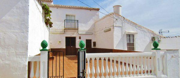 AX925 – Casa San Roque, village house with garden, Cutar