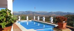 AX947 – Villa Roble Blanco, country house near Comares