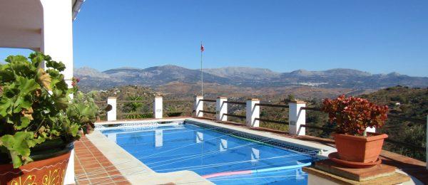 AX947 – Villa Roble Blanco, country house near Comares