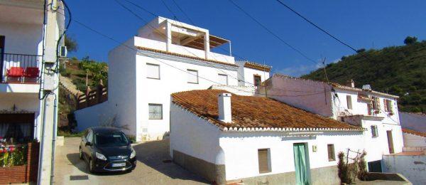AX968 – Casa Elisabet, modern town house, edge of Viñuela village