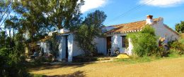 AX976 – Cortijo La Parrilla, country house to restore, Triana, Velez-Malaga