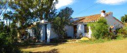 AX976 – Cortijo La Parrilla, country house to restore, Triana, Velez-Malaga
