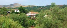 AX993 – Casa de las Rocas, country house with land, Periana area