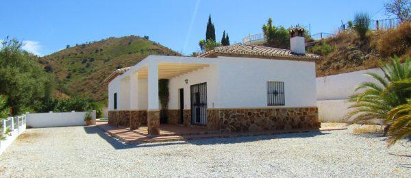 AX1013 – Casa Laguna, country villa, Lake Viñuela