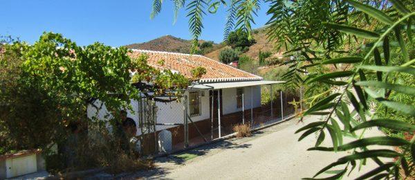 AX1017 – Casa Las Romeras – country house with plot, Riogordo