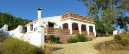 AX1026 – Casa Los Trillos, country house, Comares area
