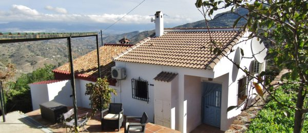 AX1033 – Casa Acebo, renovated country house near Comares