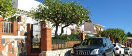 AX1056 – Casa de las Rosas Amarillas – village house in Periana with second house, to restore