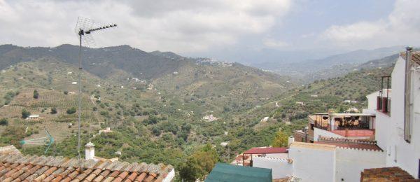 AX1082 – Casa Puerta Azúl, village house, Sayalonga