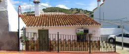 AX1085 – Casa Pizarra, village house with patio garden, La Viñuela
