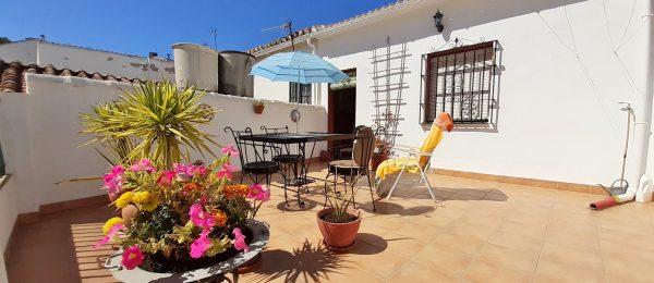 AX1092 – Casa Barrero, village house with private parking, patio garden and terrace, Colmenar