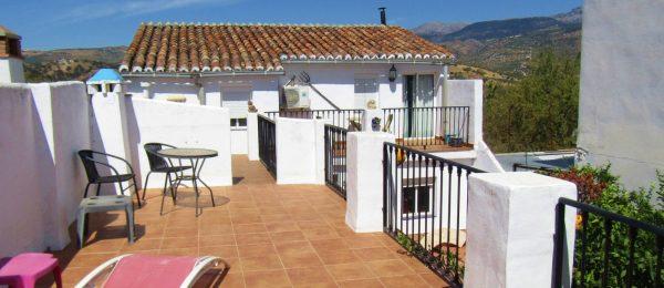 AX1096 – Casa El Patio, Riogordo, large village house – small b&b potential